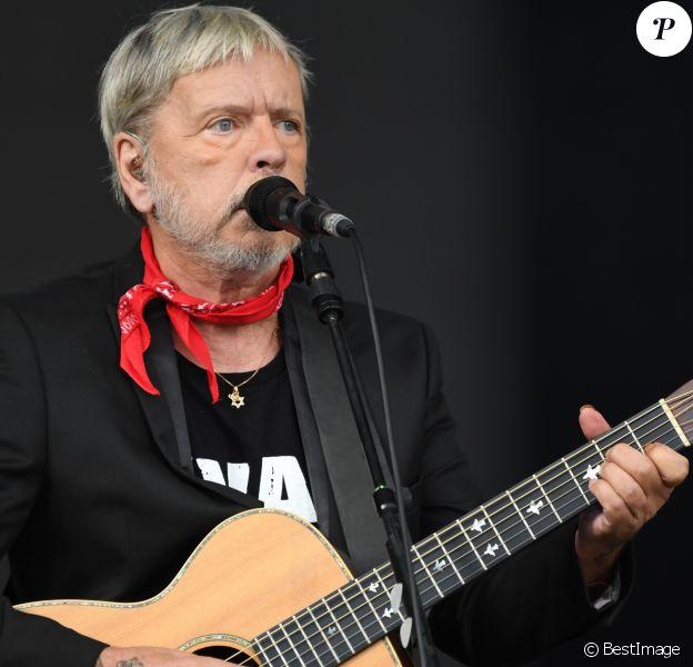 Renaud donne le dernier concert de sa tournée à la Fête de l'Humanité à la Courneuve le 17 septembre 2017.