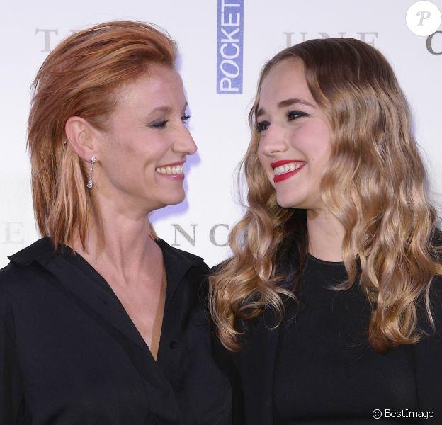 """Alexandra Lamy et sa fille Chloé Jouannet - Avant-première du film """"Une chance de trop"""" au cinéma Gaumont Marignan à Paris, le 24 juin 2015."""