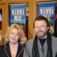 Björn Ulvaeus et sa femme Lena à la première de la comédie musicale  Mamma Mia  en 2005 à Stockholm.
