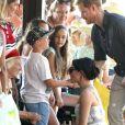 Le prince Harry, duc de Sussex, et Meghan Markle, duchesse de Sussex (enceinte) arrivent baie Kingfisher, sur l'île Fraser, en Australie, le 22 octobre 2018. Le couple rencontre les habitant de l'île.