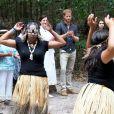 """Le prince Harry, duc de Sussex, visite la forêt """"K'gari"""" sur l'île Fraser en Australie, le 22 octobre 2018. Le duc dévoile une plaque dans la forêt """"Queen's Commonwealth Canopy"""" et regarde ensuite des danses traditionnelles du peuple Butchulla."""