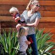 Teresa Palmer part avec ses enfants rendre visite à une amie à Los Angeles, le 15 mars 2018.