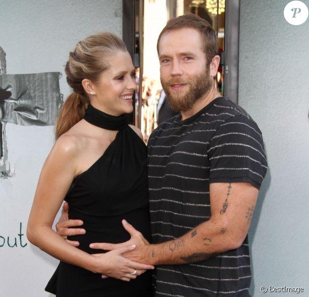 Teresa Palmer enceinte et son mari Mark Webber à la première de Lights Out au théâtre TCL Chinese à Hollywood, le 19 juillet 2016