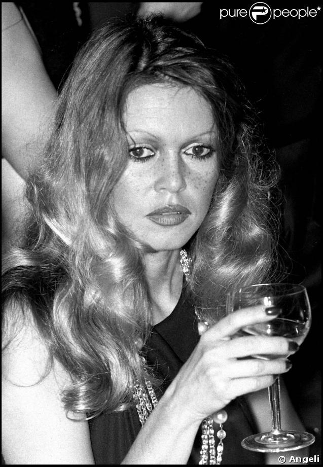 JOYEUX ANNIVERSAIRE SIDONIE!!! - Page 2 211806-brigitte-bardot-dans-les-annees-1960-637x0-3