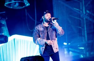 The Weeknd : Le petit ami de Bella Hadid frôle l'accident en plein concert