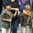 Exclusif - Nelson et Eddy Angélil, les jumeaux de Céline Dion, se promènent avec leurs deux nounous, leurs deux gardes du corps et leur chauffeur à Paris le 29 juin 2016.