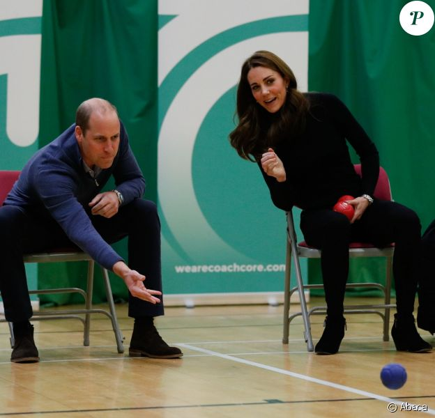 William et Kate se sont essayés à la boccia, une sorte de pétanque avec des boules en cuir. La duchesse Catherine de Cambridge et le prince William étaient le 30 octobre 2018 à Basildon dans l'Essex pour un de Coach Core, programme soutenu par la Fondation royale.