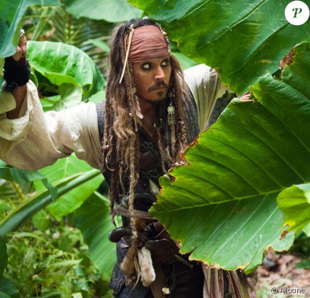 "Johnny Depp dans la peau de Jack Sparrow dans la saga ""Pirates des Caraïbes""."