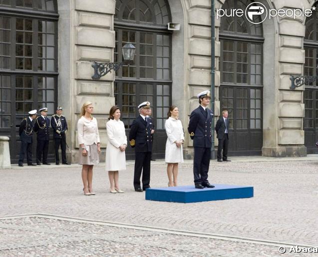 Carl Philip de Suède fête ses 30 ans, entouré des siens : sa cadette Madeleine, sa mère la reine Silvia, son père le roi Carl XVI Gustav, son aînée Victoria