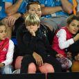 Mirka Federer regarde son mari Roger Federer avec leurs quatre enfants Myla Rose, Charlene Riva,Lenny et Leo lors du Australia's Kids Day organisé en marge de l'Open d'Australie à Melbourne le 13 janvier 2018.