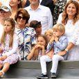 Myla Rose, Charlene Riva,Lenny et Leo Federer avec leur maman Mirka et leur grand-mère Lynette lors de la victoire de leur papa Roger Federer au tournoi de Wimbledon le 16 juillet 2017.