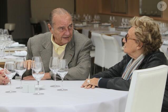 Jacques Chirac deguste des crevettes avec sa femme Bernadette, Maryvonne Pinault et un ami au restaurant Le Girelier a Saint Tropez le 4 octobre 2013.