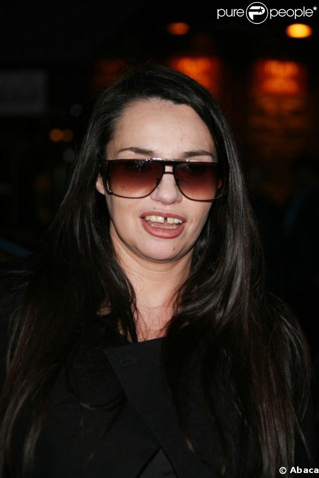 Purepeople com b atrice dalle for Beatrice dalle inside