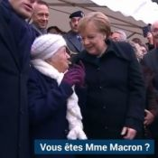 Angela Merkel confondue avec Brigitte Macron, Emmanuel Macron imperturbable
