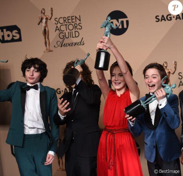 Millie Bobby Brown et toute l'équipe de Stranger Things - Photocall de la 23ème soirée annuelle Screen Actors Guild awards au Shrine auditorium à Los Angeles, le 29 janvier 2017 © Chris Delmas/Bestimage