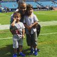 Tony Parker avec ses fils Liam et Josh Bank of America Stadium de Charlotte pour assister à un match des Panthers (football américain), le 23 septembre 2018.