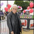 Guy Bedos a participé à la grande Marche contre la leucémie (et pour le Don de Soi) organisée par l'association Laurette Fugain, à Paris