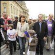 Phillippe Lavil, Stéphanie Fugain et Xavier Bertrand ont participé à la grande Marche contre la leucémie (et pour le Don de Soi) organisée par l'association Laurette Fugain, à Paris