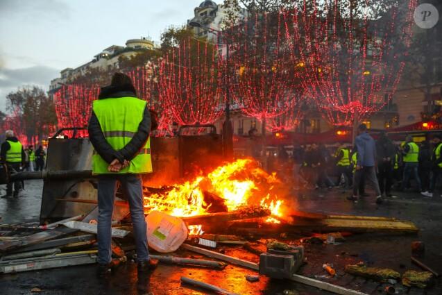 Manifestation du mouvement des gilets jaunes sur les Champs-Elysées. Paris, le 24 novembre 2018.