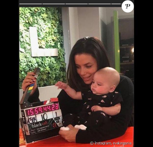 Eva Longoria et son fils Santiago sur le tournage de Black.ish. Instagram, novembre 2018