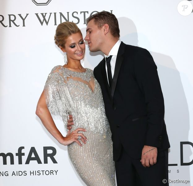 "Paris Hilton et son compagnon Chris Zylka - Photocall de la soirée ""24th edition of AmfAR's Cinema Against AIDS"" Gala à l'hôtel de l'Eden Roc au Cap d'Antibes, France, le 25 mai 2017, lors du 70ème Festival International du Film de Cannes. © Borde-Jacovides-Moreau/Bestimage"