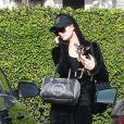 Exclusif - Paris Hilton à la sortie d'un salon de coiffure avec son petit chien Diamond baby dans les bras à Los Angeles, le 27 novembre 2018.