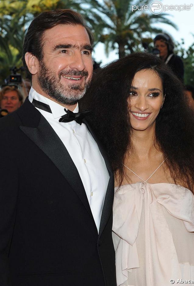 Eric Cantona et Rachida Brakni, magnifiques et amoureux, avant la projection de Looking for Eric, au Festival de Cannes, le 18 mai 2009