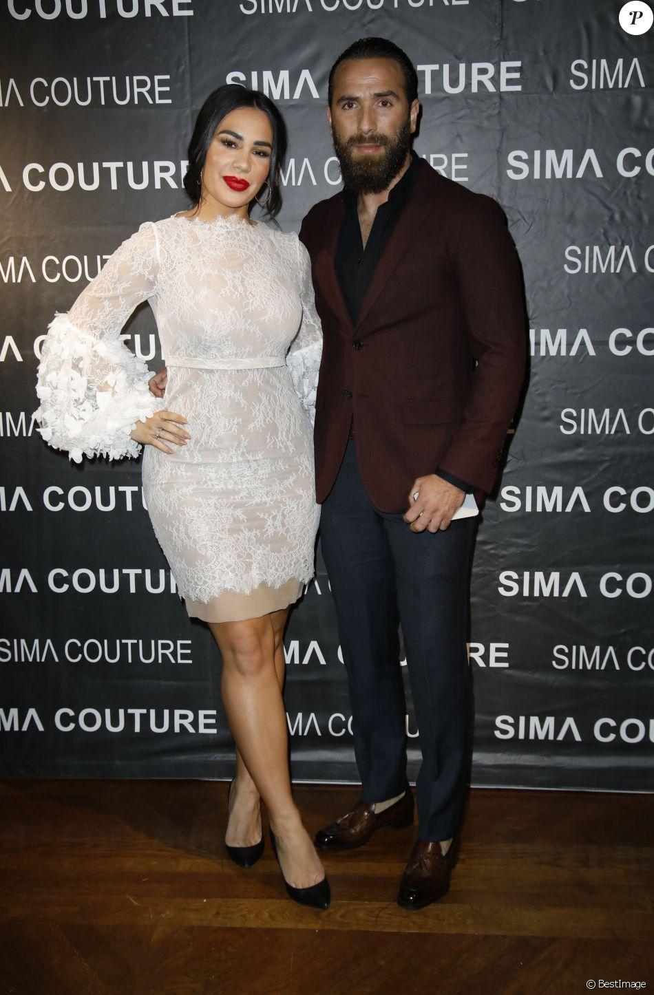 Milla Jasmine  Défilé de mode en amoureux avec son mari