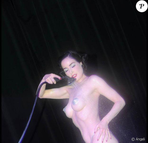Dita Von Teese a enflammé le VIP Room de Cannes, hier