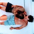 Laury Thilleman et son chéri Juan Arbelaez amoureux au large des côtes grecques, le 12 août 2018.