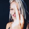 Shanna Besson soutient son père Luc Besson face aux accusations d'agressions sexuelles, le 1er décembre 2018. En commentaires, Sateen (une autre des filles du cinéaste) réplique.