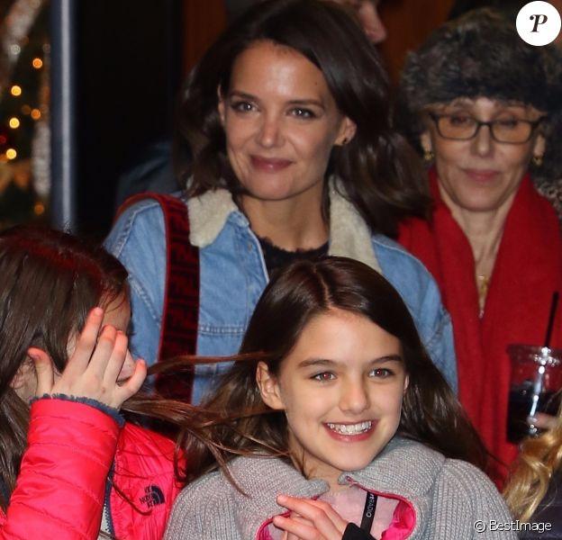 Katie Holmes et sa fille Suri Cruise - Les célébrités quittent la soirée Z100's Jingleball à New York le 7 décembre 2018.