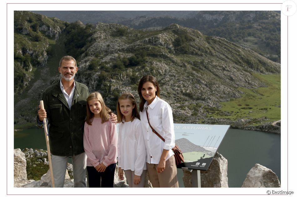 Carte de voeux familiale du roi Felipe VI, de la reine Letizia et de leurs filles la princesse Leonor et l'infante Sofia le 10 décembre 2018.