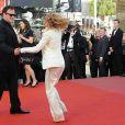 Quentin Tarantino danse avec Mélanie Laurent lors de la montée des marches avant la projection d'Inglourious Basterds, au Festival de Cannes, le 20 mai 2009