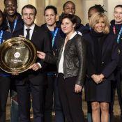 Brigitte et Emmanuel Macron fiers de recevoir les handballeuses à l'Elysée