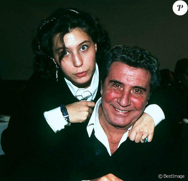 Gilbert Bécaud avec Kitty et Emily à Vienne, en 1994.