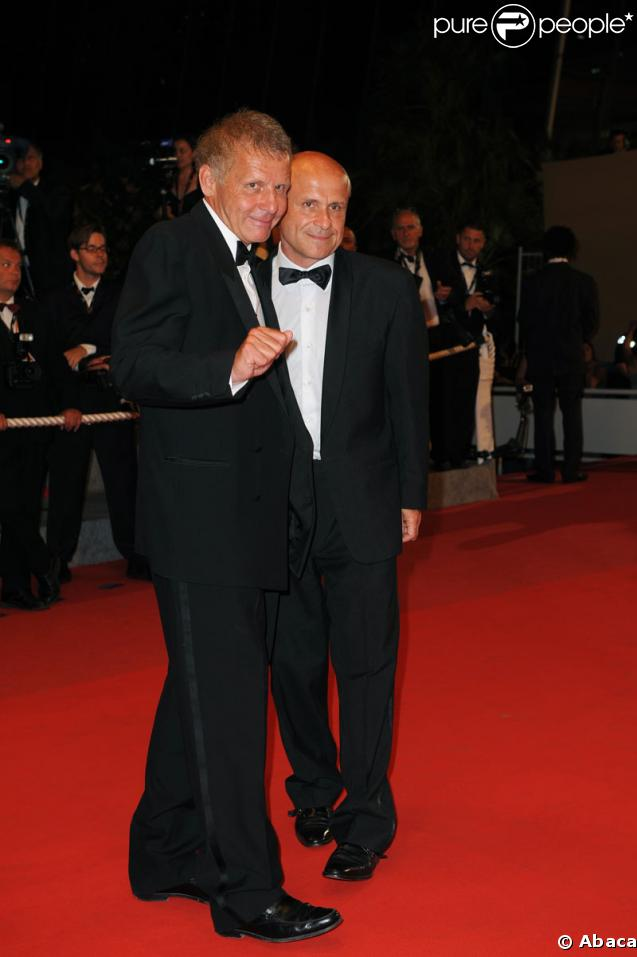 Patrick et Olivier Poivre d'Arvor lors de la montée des marches du Ruban blanc le 21 mai 2009 pour le 62e Festival de Cannes