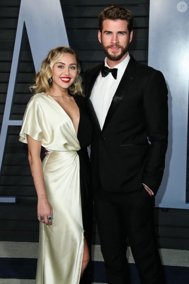 Miley Cyrus et son compagnon Liam Hemsworth à la soirée Vanity Fair Oscar au Wallis Annenberg Center à Beverly Hills, le 4 mars 2018.