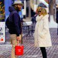 Wyatt Russell et sa mère Goldie Hawn lors d'une journée de shopping à Aspen le 23 décembre 2018.