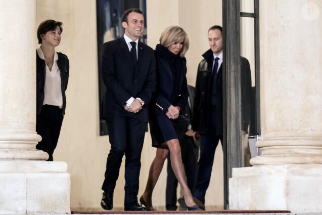 Le président de la république Emmanuel Macron et la première dame Brigitte Macron reçoivent les joueuses de handball, championnes d'Europe, au palais de l'Élysée à Paris le 17 décembre 2018. © Stéphane Lemouton/Bestimage