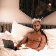 """Bastien de """"Secret Story 10"""" torse nu au lit - Instagram, 25 novembre 2018"""