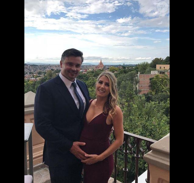 Tom Welling et sa chérie Jessica Rose Lee, enceinte. Instagram, le 29 octobre 2018