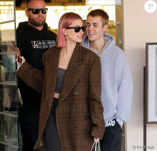 Hailey Baldwin et son mari Justin Bieber font du shopping à Los Angeles, avant de s'embrasser et de rejoindre leurs voitures respectives. Le 11 janvier 2019.