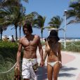 Shauna Sand à la plage à Miami avec son nouveau compagnon, le 25 mai 2009