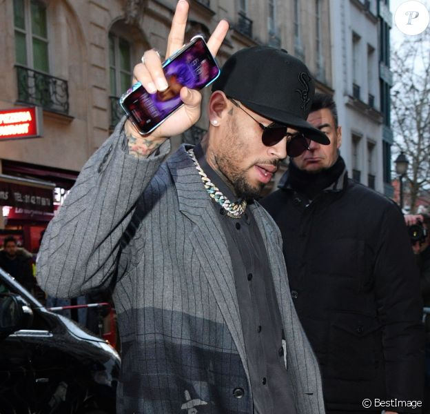 Chris Brown arrive au défilé Y-3 à Paris le 17 janvier 2019.