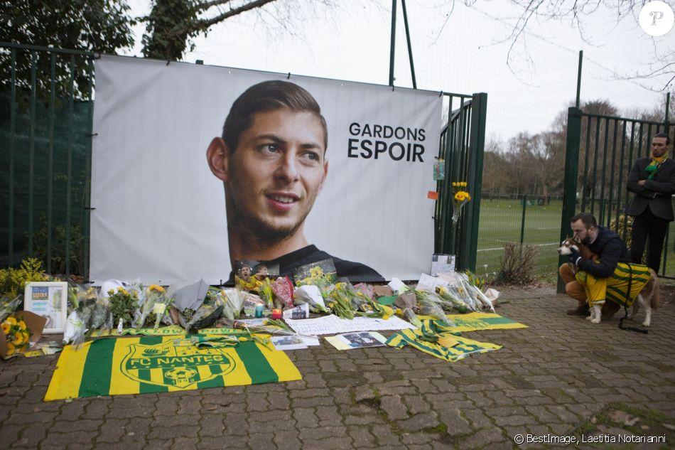 Emiliano Sala, l'hommage des supporters du FC Nantes après la disparition du jeune footballeur, le 24 janvier 2019 © Laetitia Notarianni / Bestimage