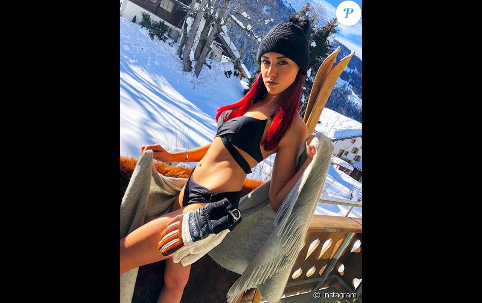 Delphine Wespiser en bikini dans la neige, janvier 2019 en Suisse.