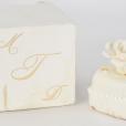 Petit gâteau de mariage de Donald et Melania Trump vendu par RR Auction. Les acheteurs ont jusqu'au 6 février 2019 pour renchéhir.