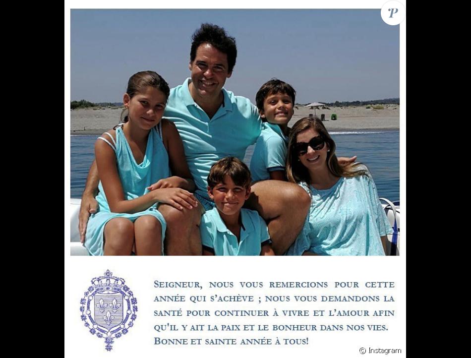 Carte de voeux, le 1er janvier 2019 sur Instagram, du prince Louis de Bourbon (Luis Alfonso de Borbon), de la princesse Maria Margarita et de leurs enfants Eugenia (Eugénie), Luis (Louis) et Alfonso (Alphonse). Le 1er février 2019, la famille s'est agrandie avec la naissance d'Enrique (Henri) de Jesus.