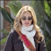 La jolie Julia Roberts est très frileuse... et personne n'est là pour la réchauffer !